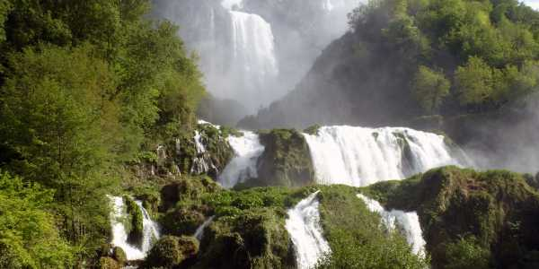 A land blessed by the water:   Marmore   Waterfall   and   Piediluco   Lake