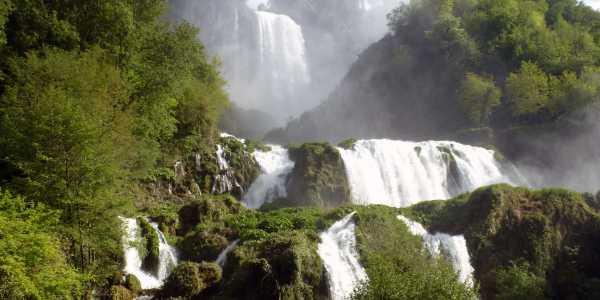 Una terra benedetta dalle acque: La Cascata delle Marmore e il Lago di Piediluco